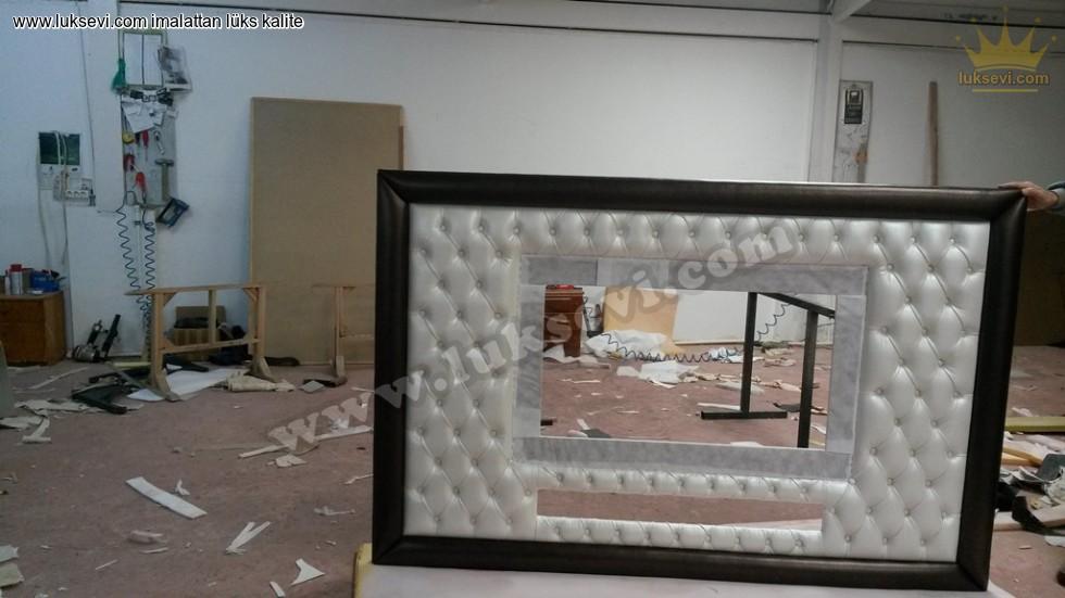 Kapitoneli Şık Duvar Aynası